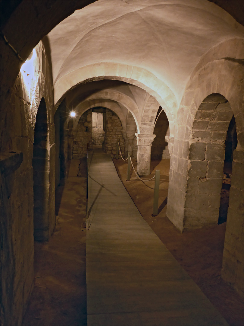 Passage in the crypt