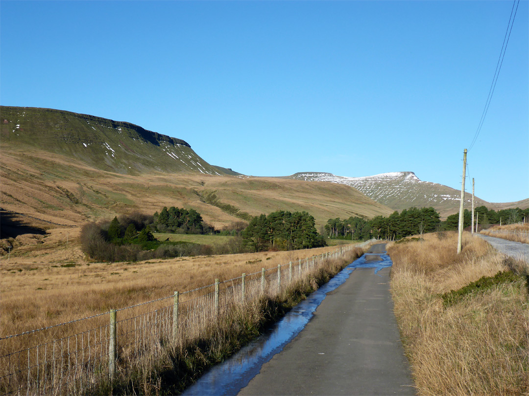 Road to the Neuadd reservoirs