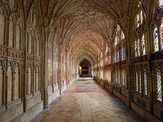 gloucester cathedral gloucestershire