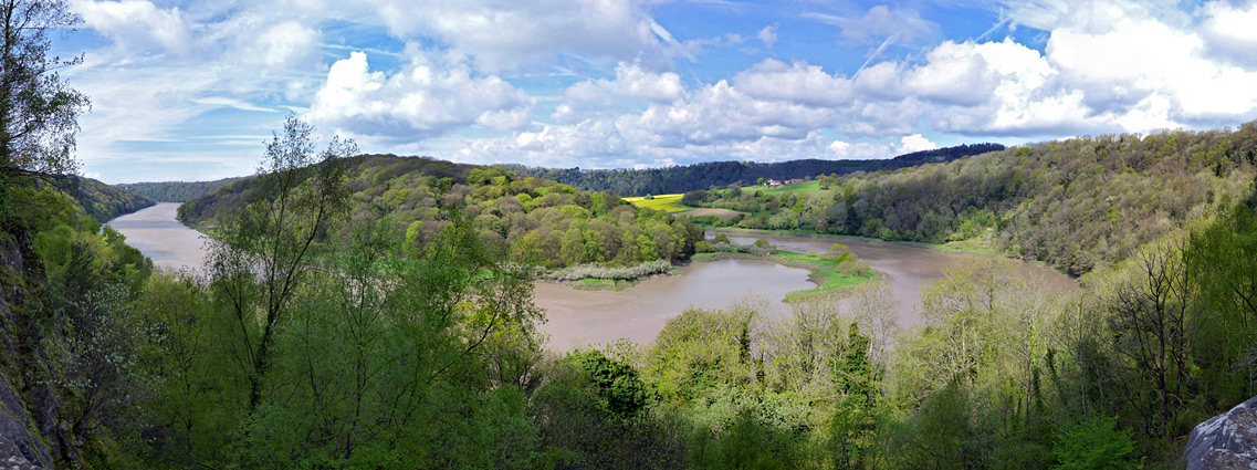 Wide bend along the River Wye